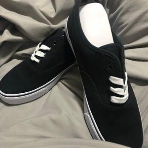 Hollister Black sneaker in box brand new unisex